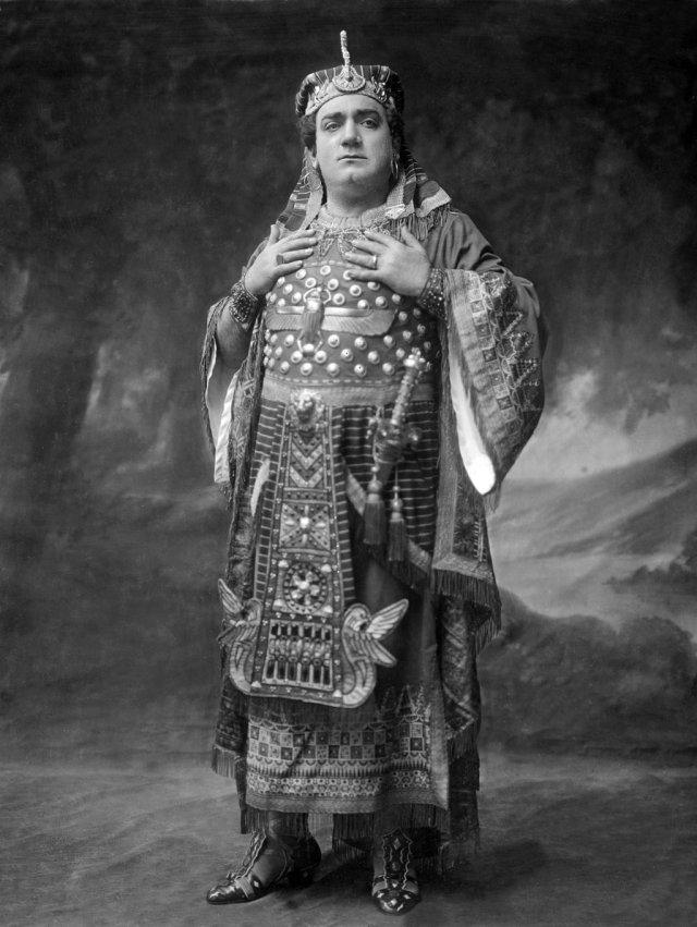 (Foto: Caruso vestido de Radamés en 1917)